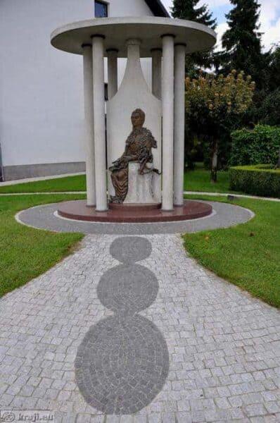 Spomenik v Šenčurju