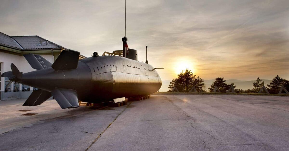 Deset let prve in edine podmornice v Sloveniji